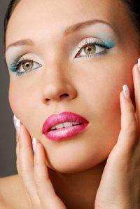 Правильный уход за женскими губами и руками